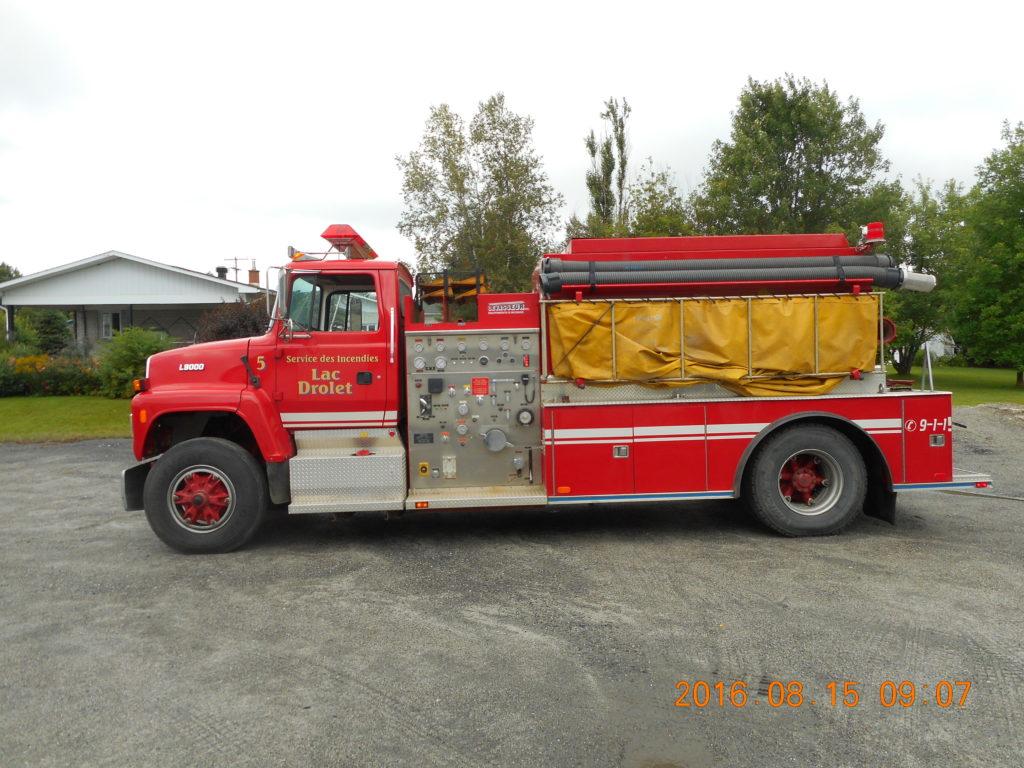 Camion autopompe citerne Ford L 9000 (photo 1)